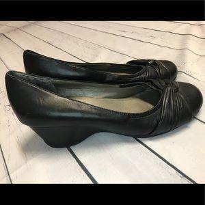 EUC Me Too Black Wedge Shoes